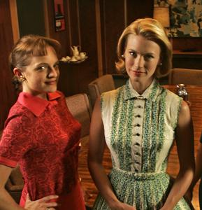 Peggy (Elisabeth Moss) y Betty (January Jones) en Mad Men